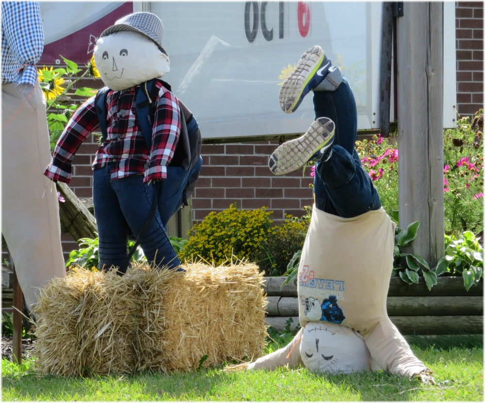 Scarecrow contest school detail 1