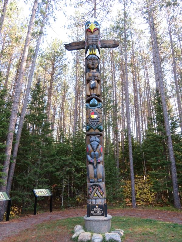 Algonquin park - totem at the East Gate