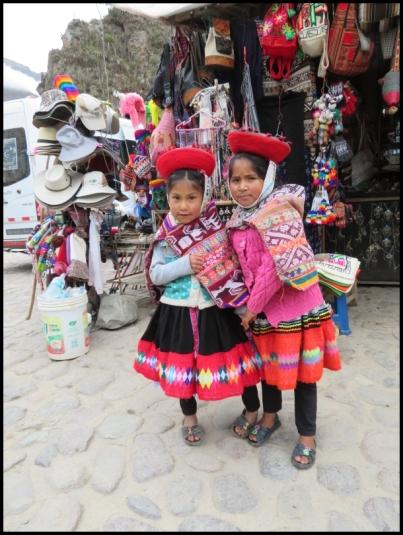 Ollantaytambo - girls in the market