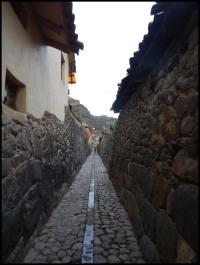 Ollantaytambo - narrow alleys and inca wall foundations
