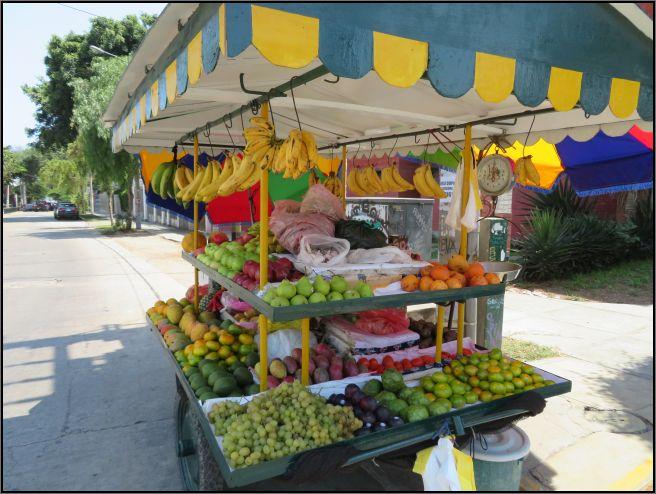 Fruit cart Lima